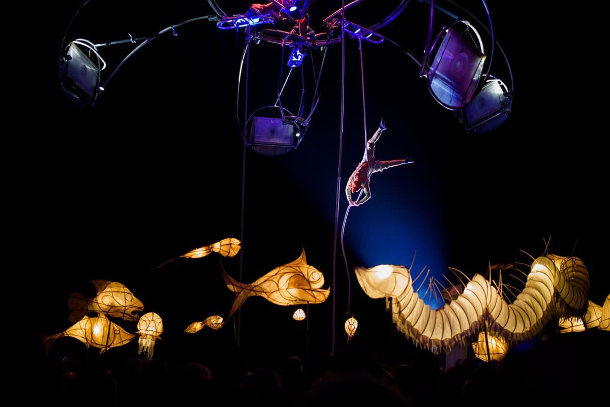 """Kunstfest 2019: Auftakt zum Kunstfest Weimar 2018 mit der Aufführung des Staßentheaters """"Mù – Cinématique des fluides"""" der Compagnie Transe Express aus Frankreich. Foto: Candy Welz"""
