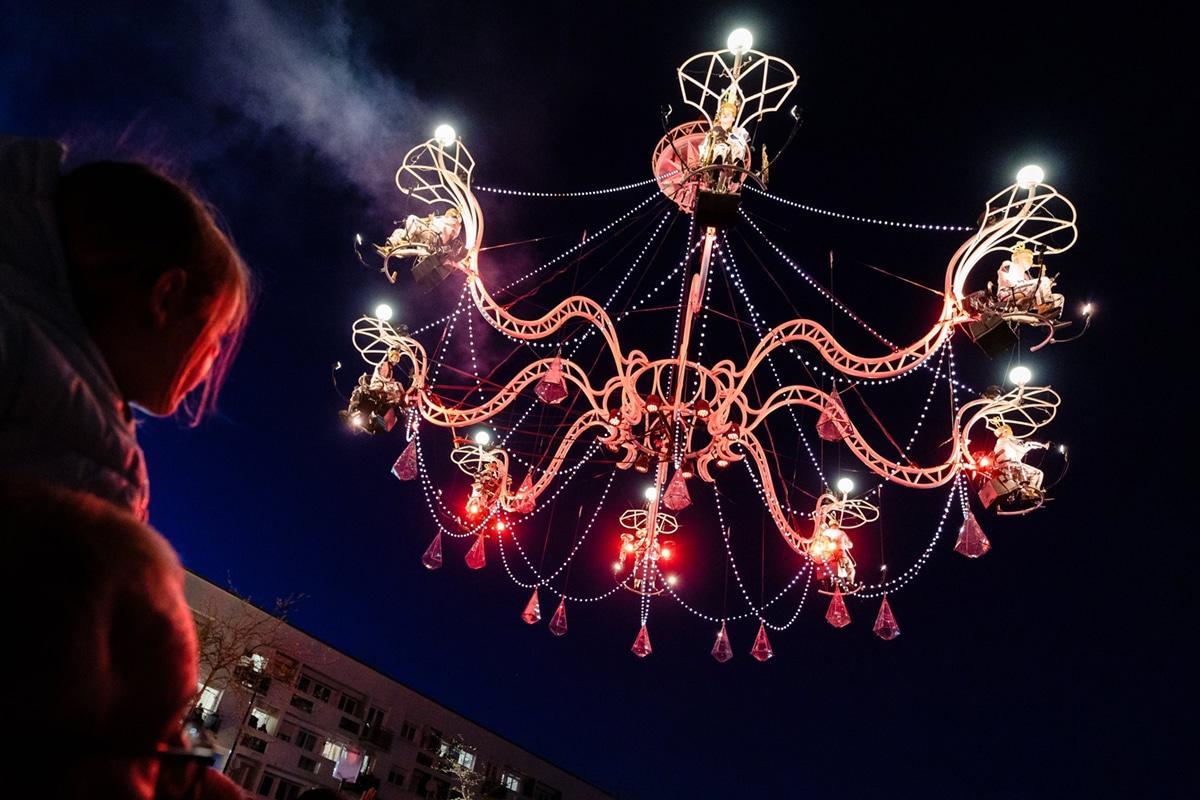 Cristal Palace, Bal au clair de lustre, par la compagnie Transe Express – Photo © Fred Collier Ville de Calais