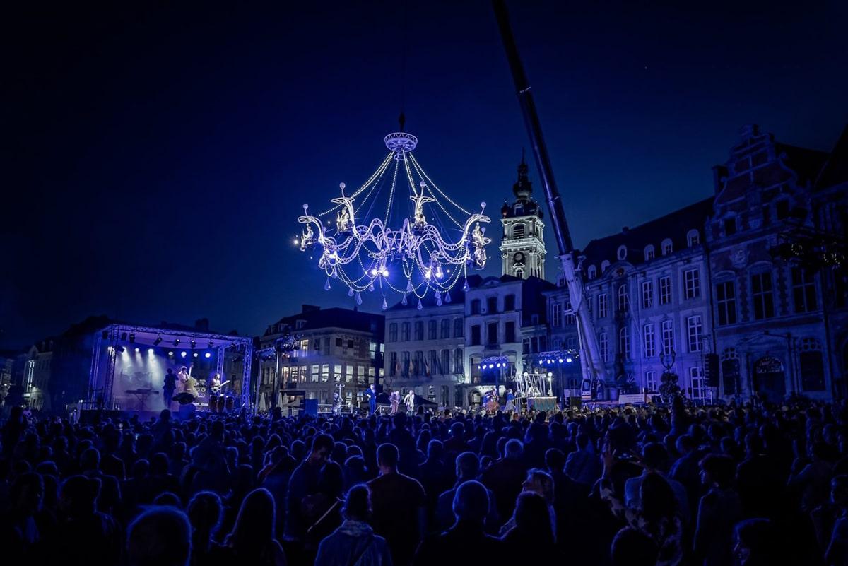 Cristal Palace, Bal au clair de lustre, par la compagnie Transe Express – Photo © Jef Berhin